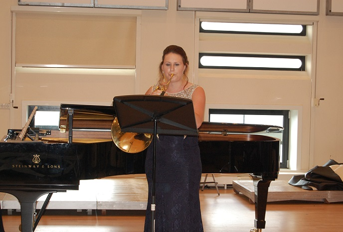 Isabelle Roelofs tijdens haar eindexamen