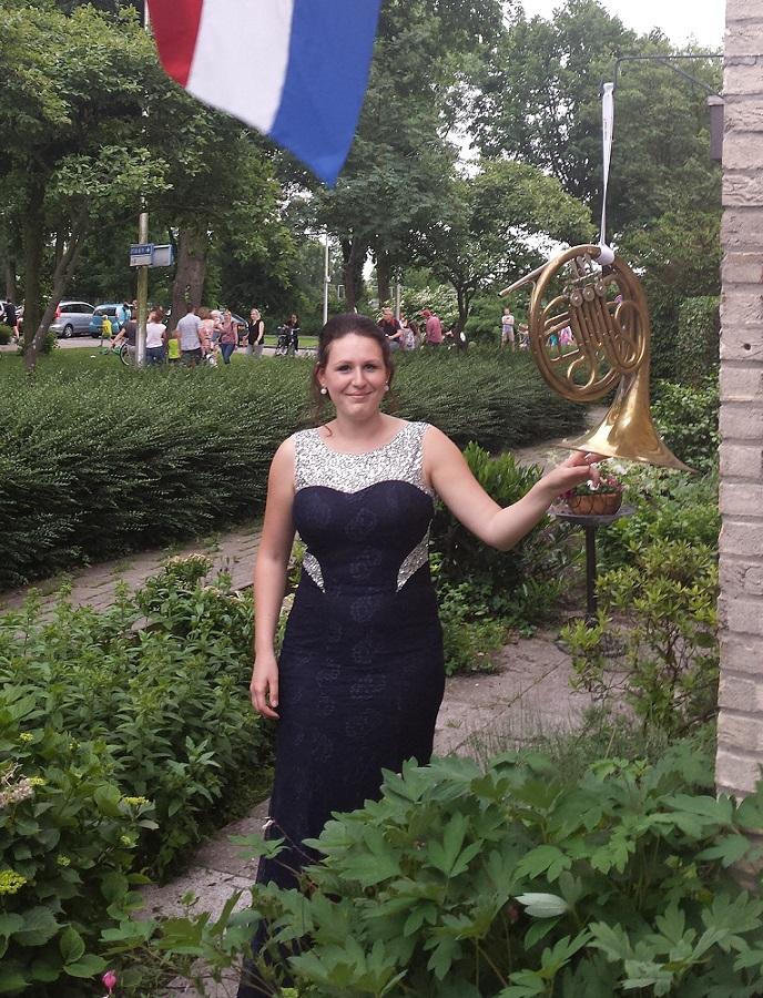 Isabelle Roelofs tijdens na eindexamen